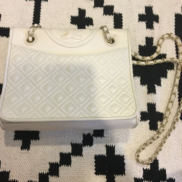 Tory Burch Handbags - Tory Burch 'Fleming' white quilted bag